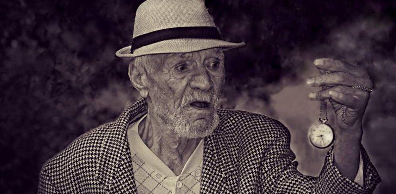paso del tiempo - anciano