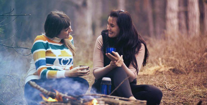 mujeres hablando - lenguaje