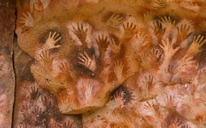 (Arte rupestre en las cavernas.)