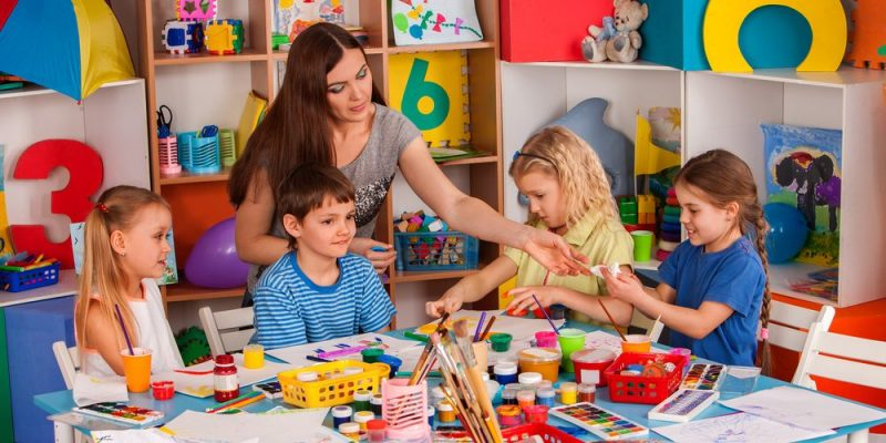 Pedagogía Qué Es Origen Tipos Características Y Educación