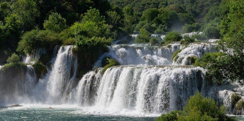 estados del agua liquido cascada