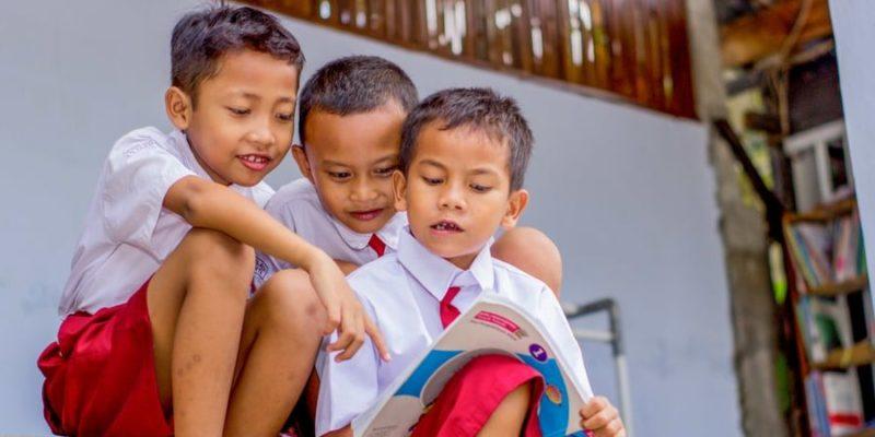 pilares de la educacion aprender a vivir con los demas