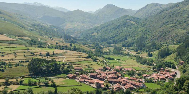 valle cabuerniga carmona cantabria españa