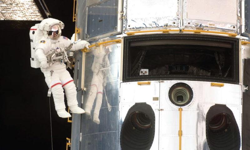 Astronaut John Grunsfeld-telescopio hubble