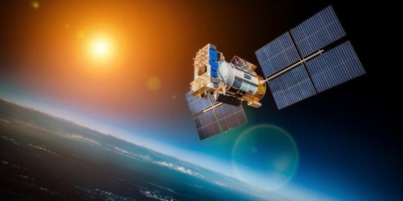 satelites naturales artificiales